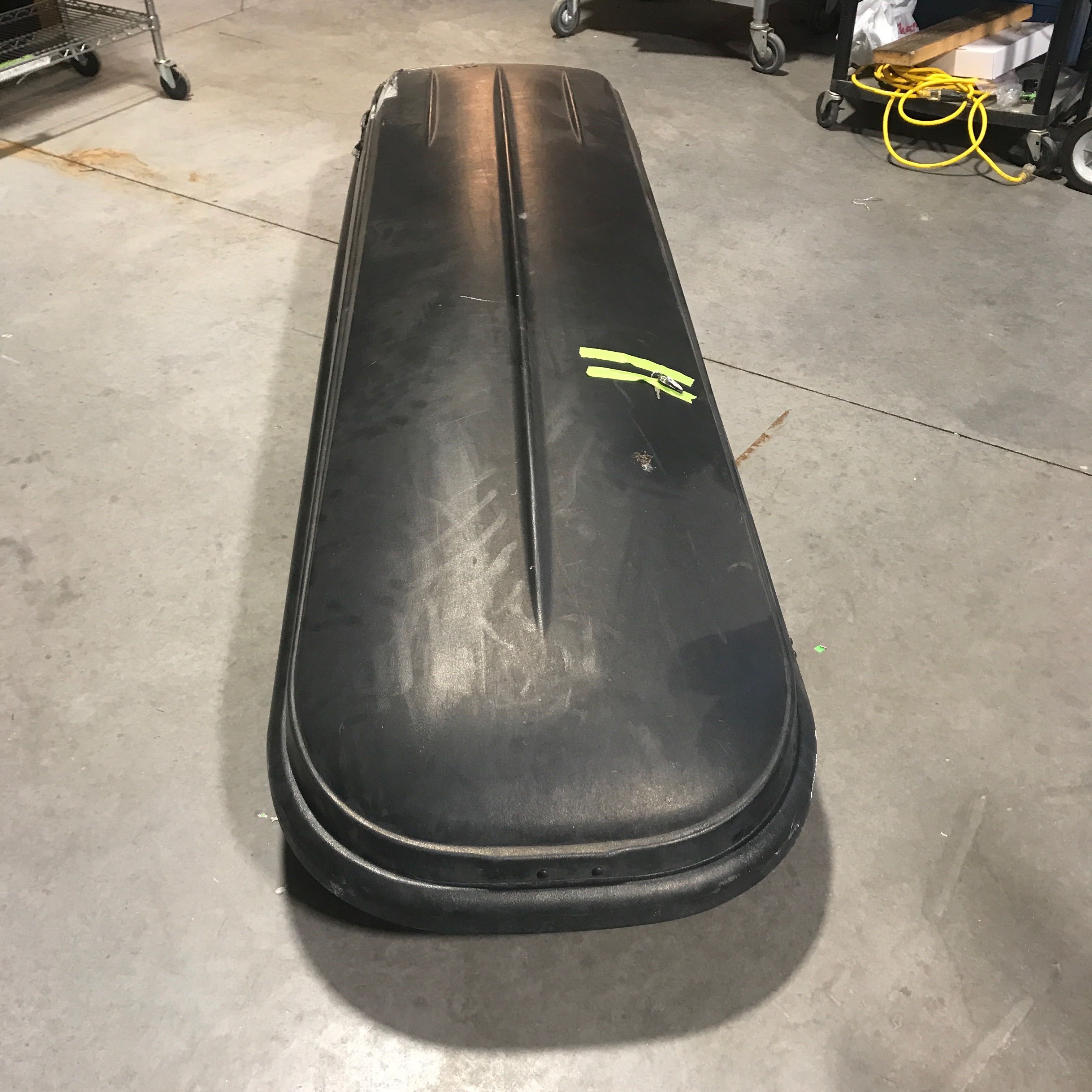 Thule Moiuntaineer Car Travel Case Right Rear Corner is Damaged