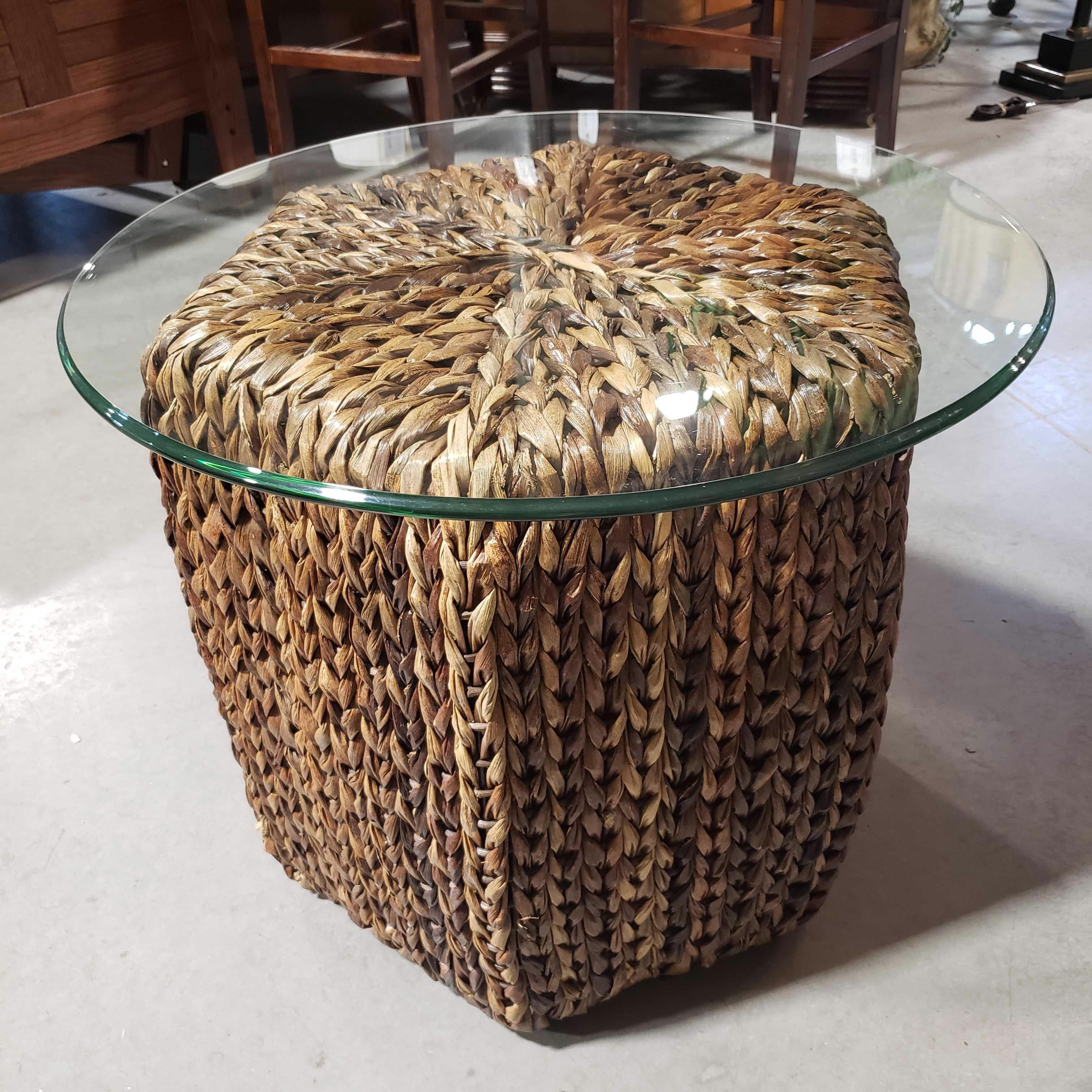 "24""x 20.5"" Diameter Hexagon Seagrass with Round Glass Top End Table"