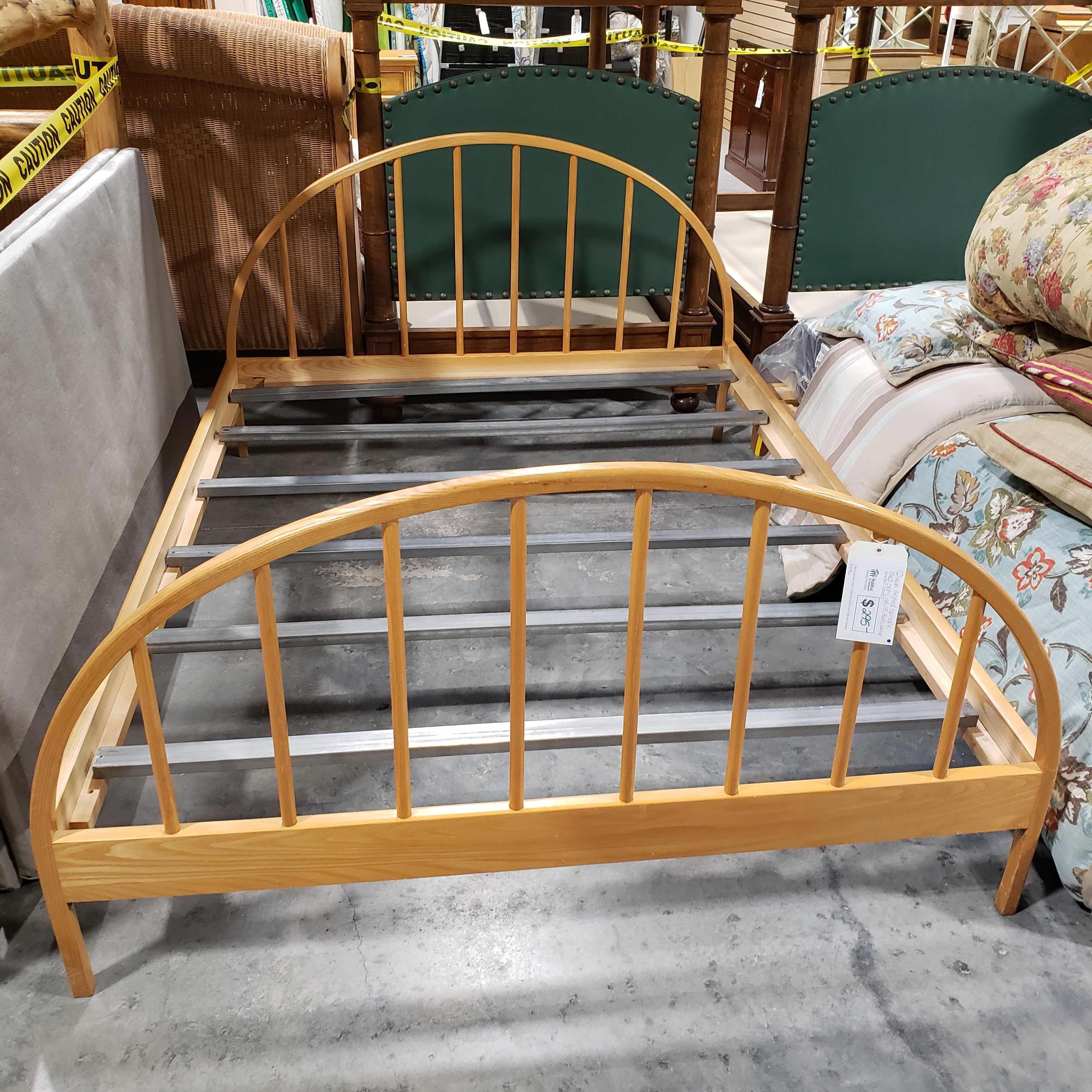 Queen Arched Spindle Bed Set
