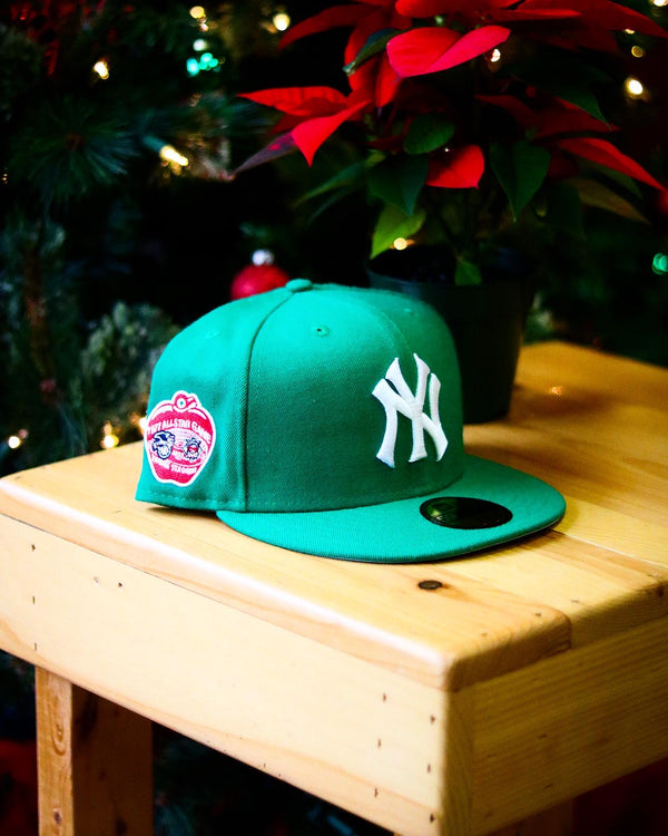 1977 NEW YORK YANKEES GREEN FITTED W/ GREY UNDER VISOR