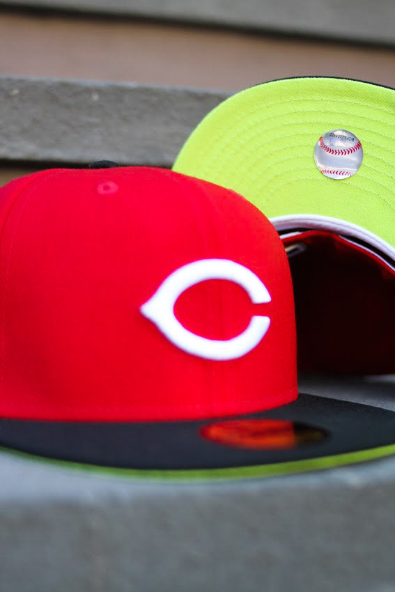 2002 CINCINNATTI REDS RED/BLACK FITTED W/ KIWI UNDER VISOR
