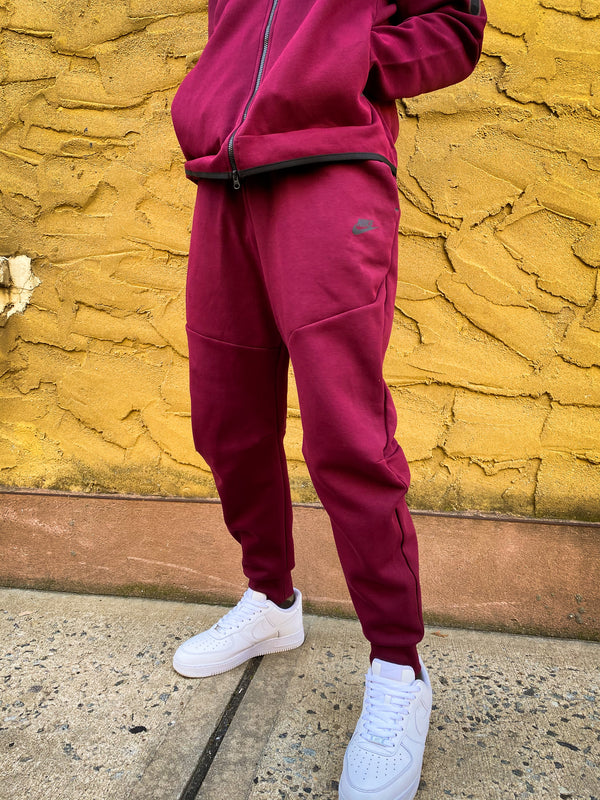 "NIKE TECH FLEECE JOGGER ""BEETROOT"""