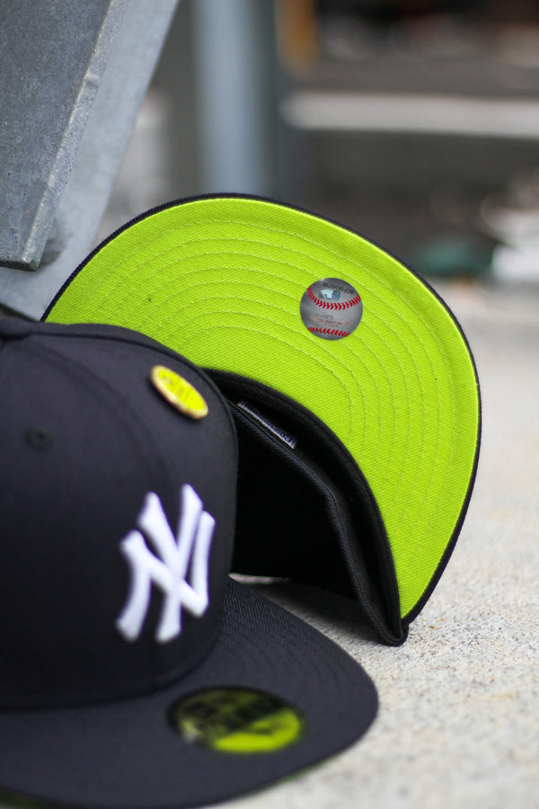 2000 NEW YORK YANKEES NAVY FITTED W/ KIWI UNDER VISOR