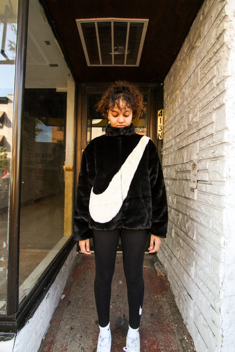 "W NSW FAUX FUR JACKET ""BLK/WHITE"""