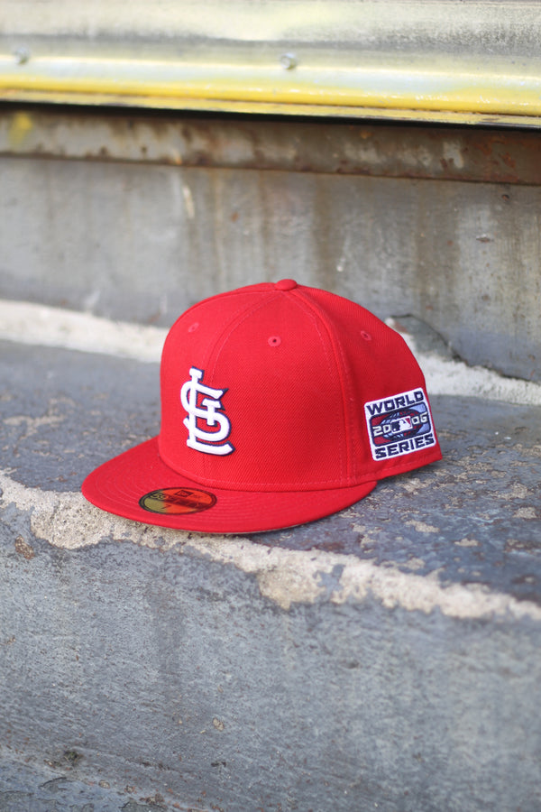 2006 ST LOUIS CARDINALS RED FITTED W/ GREY UNDER VISOR