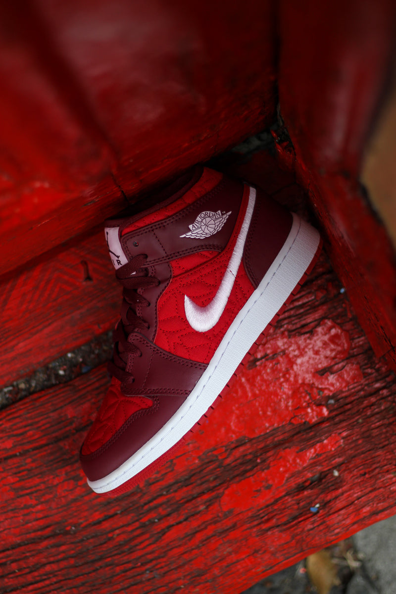 "AIR JORDAN 1 MID SE (GS) ""RED QUILT"""
