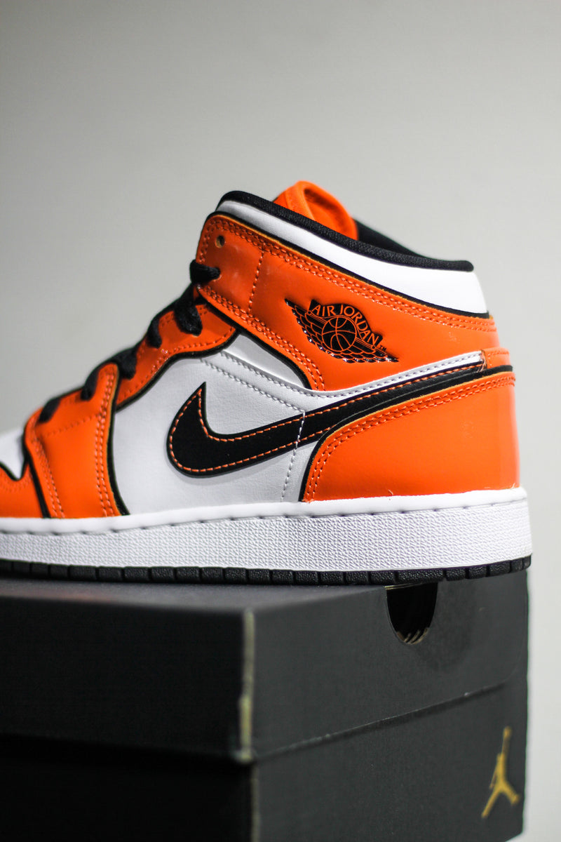 "AIR JORDAN 1 MID SE (GS) ""TURF ORANGE"""