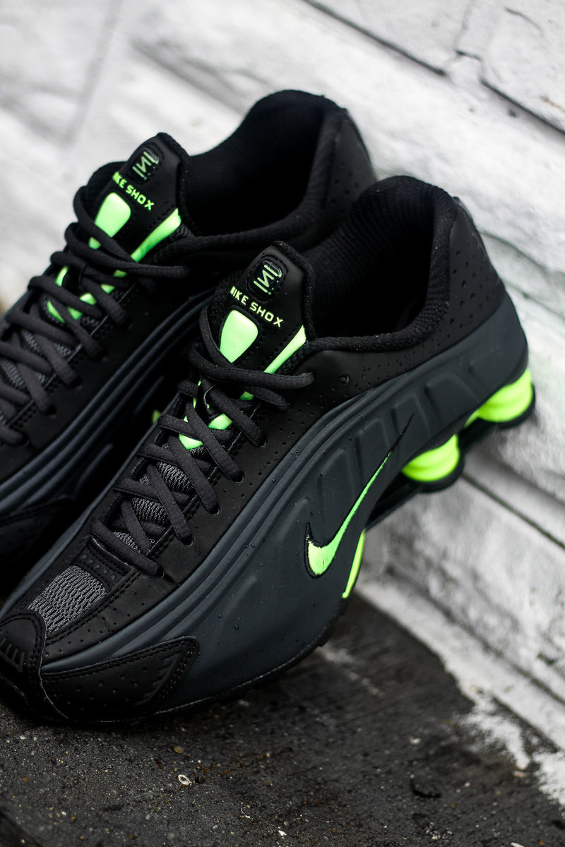 "NIKE SHOX R4 ""ANTHRACITE/GHOST GREEN"""