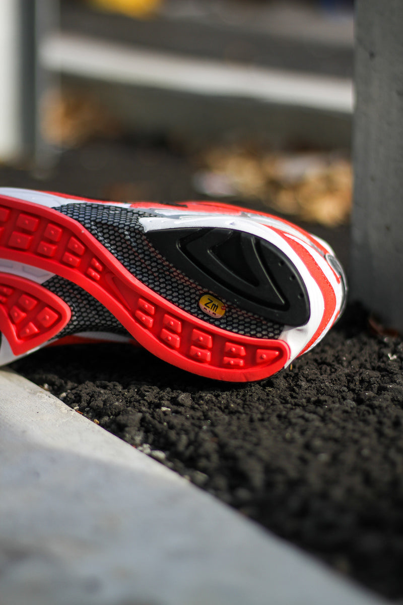 "AIR GHOST RACER ""TRACK RED"""