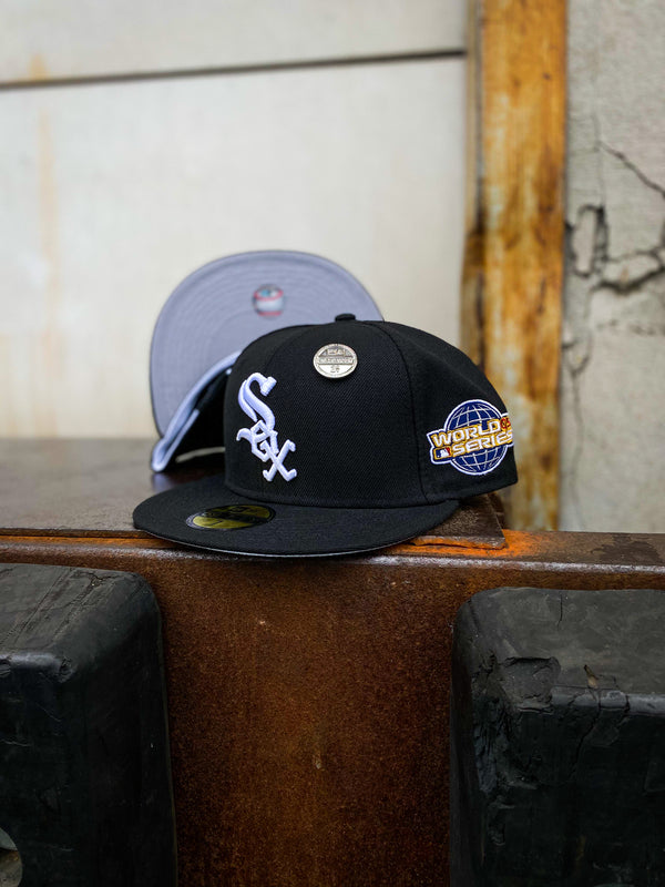 2005 CHICAGO WHITE SOX BLACK FITTED W/ GREY UNDER VISOR