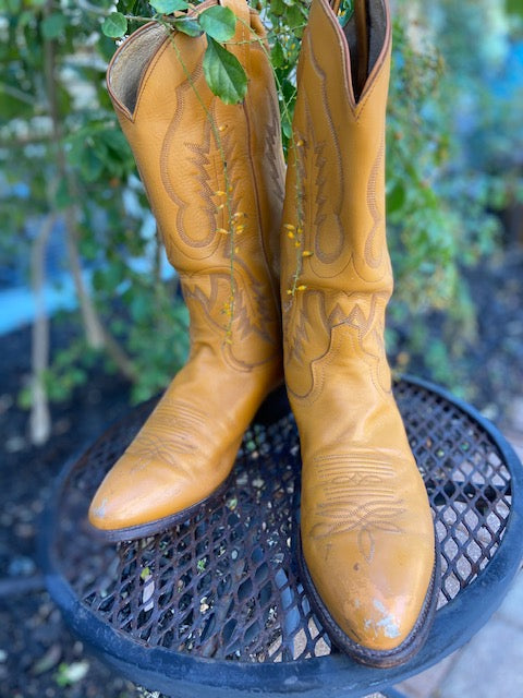 Made in the USA in the 1970's it just doesnt get any better to have a vintage pair of Tony Lama Cowboy Boots!