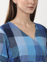 Load image into Gallery viewer, Queen ellie Women Blue Checked Wrap Dress