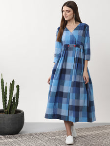 Queen ellie Women Blue Checked Wrap Dress