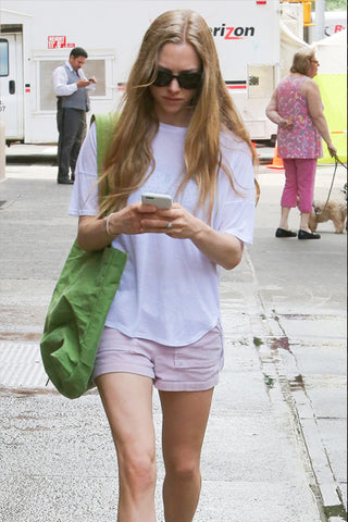 Amanda Seyfried carrying green tote bag