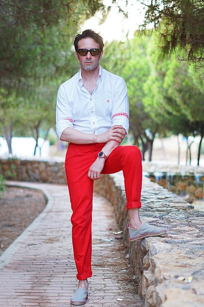 Red-Pants-White-Shirt-Men-Outfit