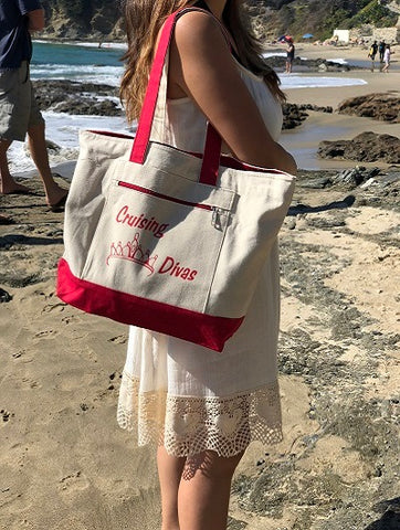 woman wearing personalized tote bag with zipper
