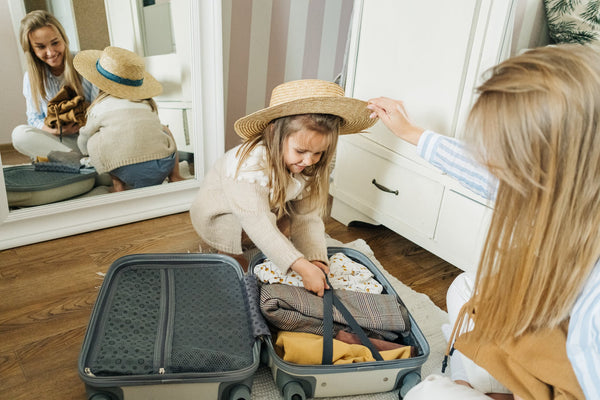 Mother-Daughter-Packing-Travel-Bag