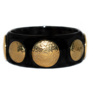 DUARA DARK HORN BANGLE, HAMMERED GOLD TONE BRASS DISCS.