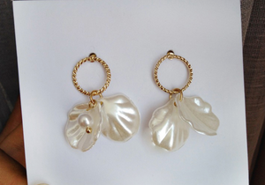 Load image into Gallery viewer, Gracie Shell Earrings