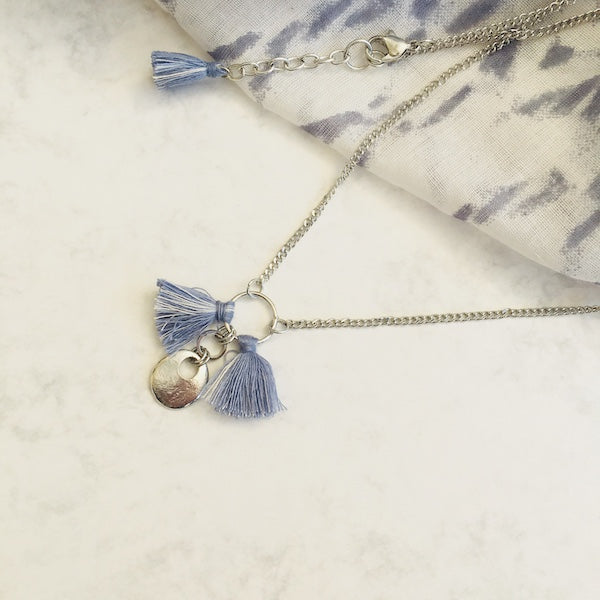 Blue short tassel necklace