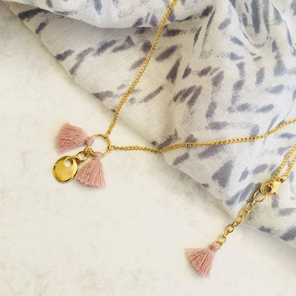 Pink short tassel necklace