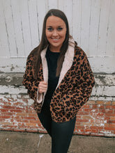 Load image into Gallery viewer, Animal Print Reversible Sherpa Jacket