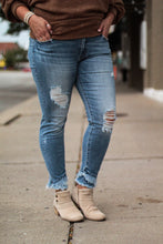 Load image into Gallery viewer, Skinny Jeans with Frayed Hem