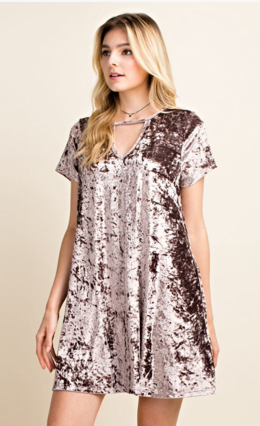 Blushing Heart Short Sleeve Velvet Dress w Side Pockets