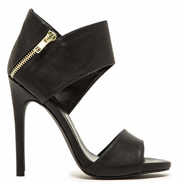 The Luxe Mode Glee Black Sandals