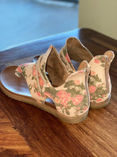 Load image into Gallery viewer, Sparta Floral Sandal
