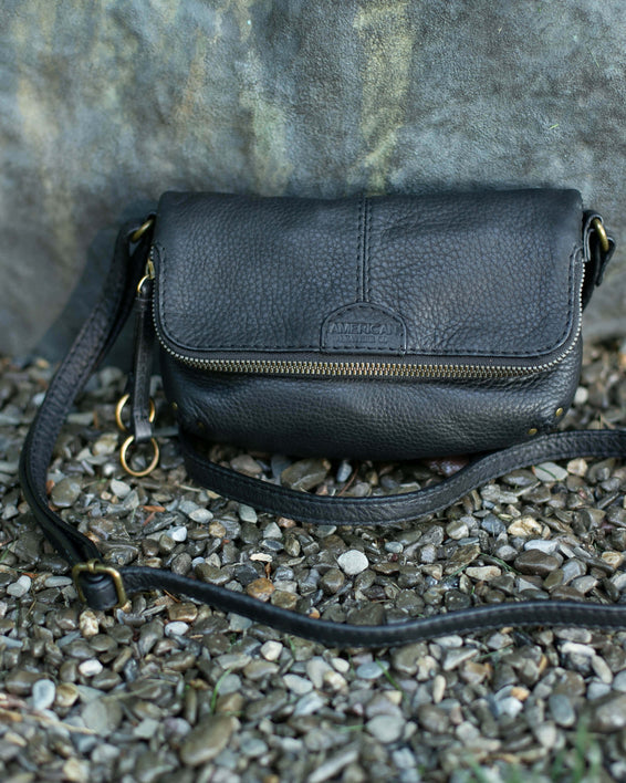 Ithaca Crossbody - black lifestyle