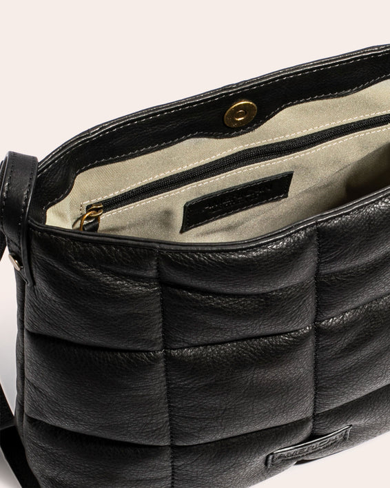 American Leather Co. Stella Quilted Crossbody Black - inside functionality