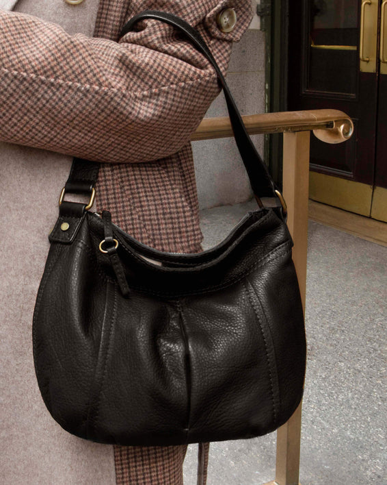 Vienna Double Entry Hobo - black lifestyle