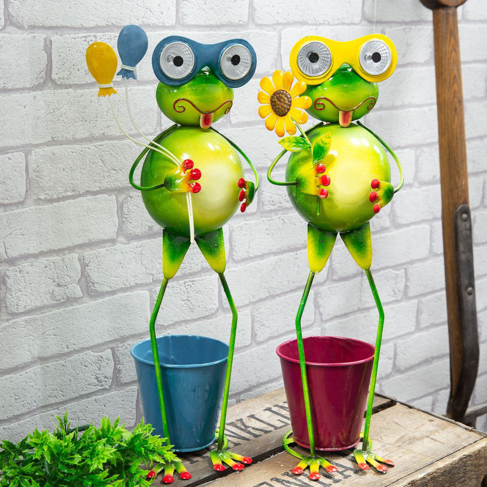 Country Living Metal Solar Frog Lights