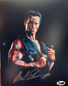 Arnold Schwarzenegger  Beckett Witnessed signed 8x10 Commando