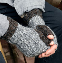 Load image into Gallery viewer, Ashlar Fingerless Gloves