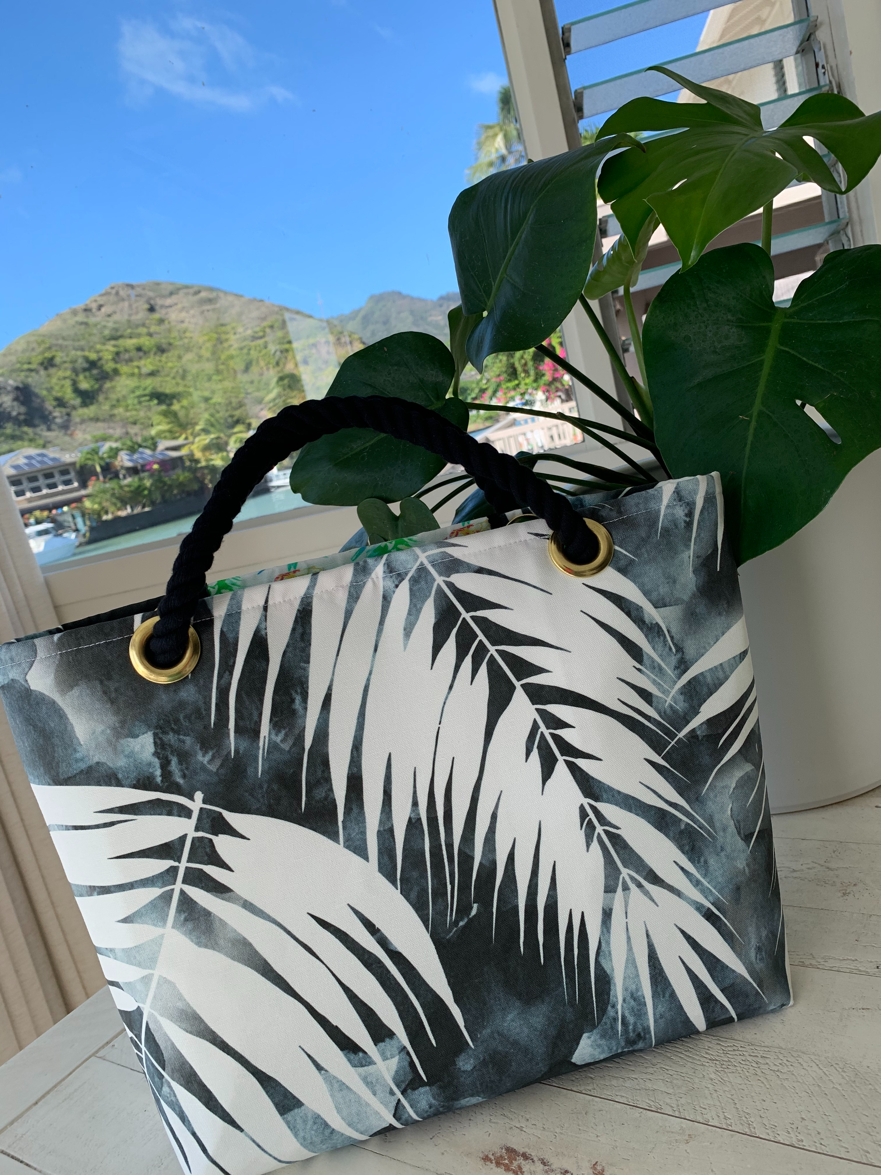 Tote Bag M-size, Black Monstera