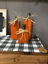 Load image into Gallery viewer, Primitive Wood Pumpkin Set