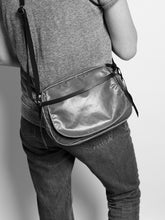 Load image into Gallery viewer, Light Happy Shoulder Bag Bronze