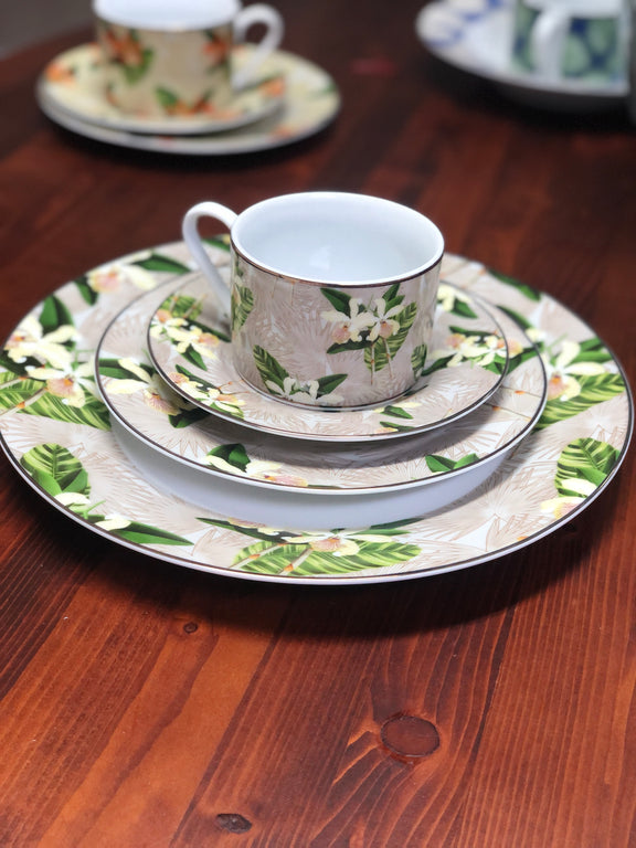 Flora Anahaw/ White & Green Dessert/Cocktail Plates (Set of 6)