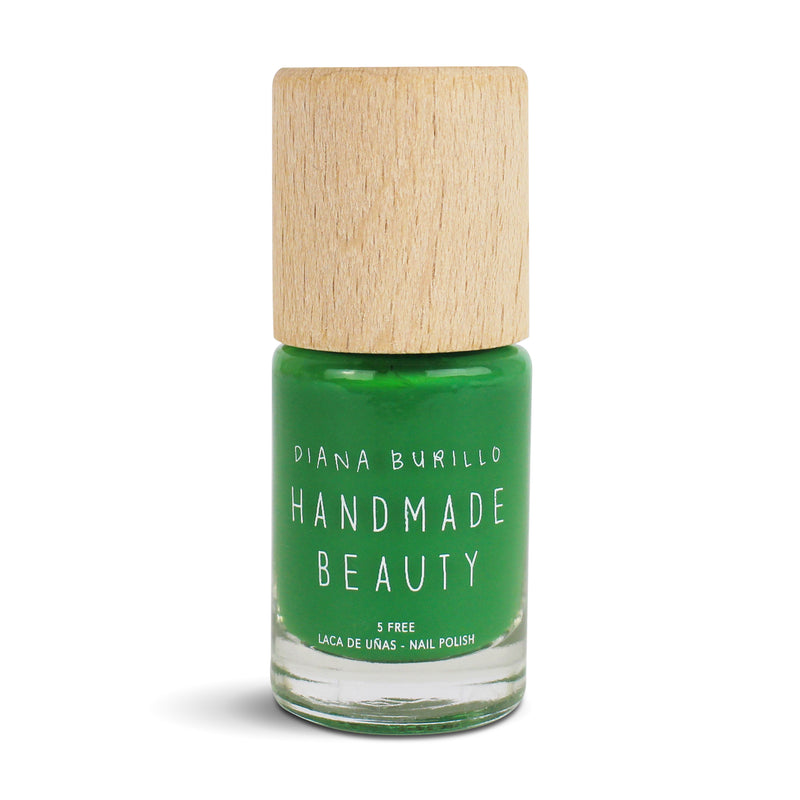 Nail Polish Non Toxic Color Avocado - Handmade Beauty Nail Polish Nail Polish Non Toxic Color Avocado Intense color that evokes nature. It's perfect for spring. Size: 10 ml Formulation The perfect dose of pigments in the formulation guarantees a covering effect. Contains ingredients specifically designed to strengthen nail's resistance like organic silicon. Easy Apply Fast and precise application due to its brush.  An ergonomic cap for easy use. How to use: to obtain an optimal result by extending two