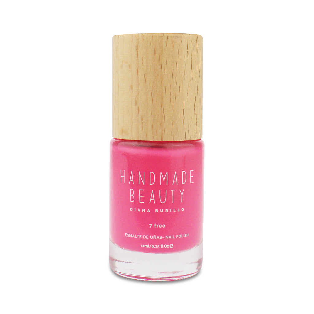 Nail Polish Non Toxic Color Caloca - Handmade Beauty Nail Polish Nail Polish Non Toxic Color Caloca Inspired by the pink algae that inhabit the rocks, Caloca is the summer pink, bright and fun. Size: 11 ml Formulation The perfect dose of pigments in the formulation guarantees a covering effect. Contains ingredients specifically designed to strengthen nail's resistance like organic silicon. Easy Apply Fast and precise application due to its brush.  An ergonomic cap for easy use. How to use: to obtain an o