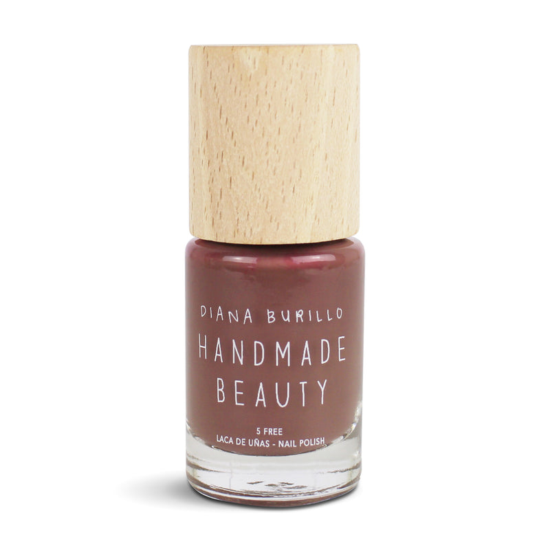 Nail Polish Non Toxic Color Fig - Handmade Beauty Nail Polish Nail Polish Non Toxic  Color Fig This mink color is a beige tone with a warm, elegant and refined appearance. Size: 10 ml Formulation The perfect dose of pigments in the formulation guarantees a covering effect. Contains ingredients specifically designed to strengthen nail's resistance like organic silicon. Easy Apply Fast and precise application due to its brush.  An ergonomic cap for easy use. How to use: to obtain an optimal result by exte