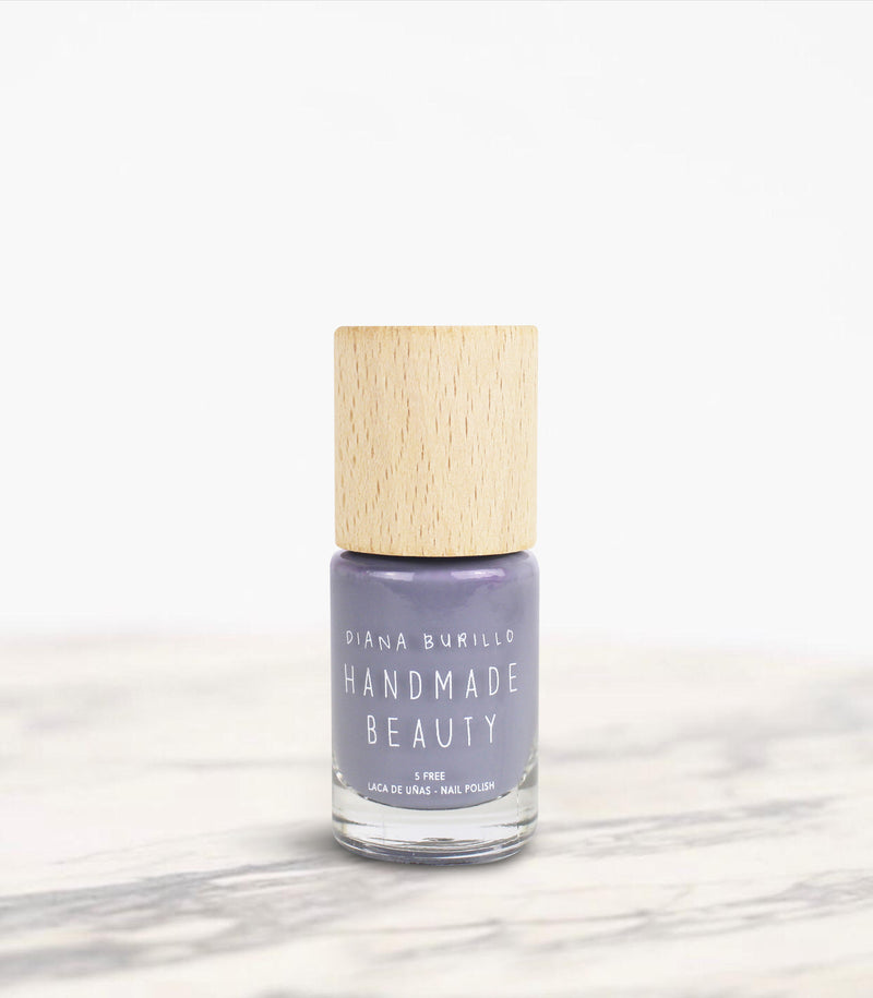 Nail Polish Non Toxic Color Mushroom - Handmade Beauty Nail Polish Nail Polish Non Toxic Color Mushroom This gray-lavender shade is the most urban color. It combines the hardness of the stone with the serenity of lavender in a synergy that does not go unnoticed. Size: 10 ml Formulation The perfect dose of pigments in the formulation guarantees a covering effect. Contains ingredients specifically designed to strengthen nail's resistance like organic silicon. Easy Apply Fast and precise application due to i