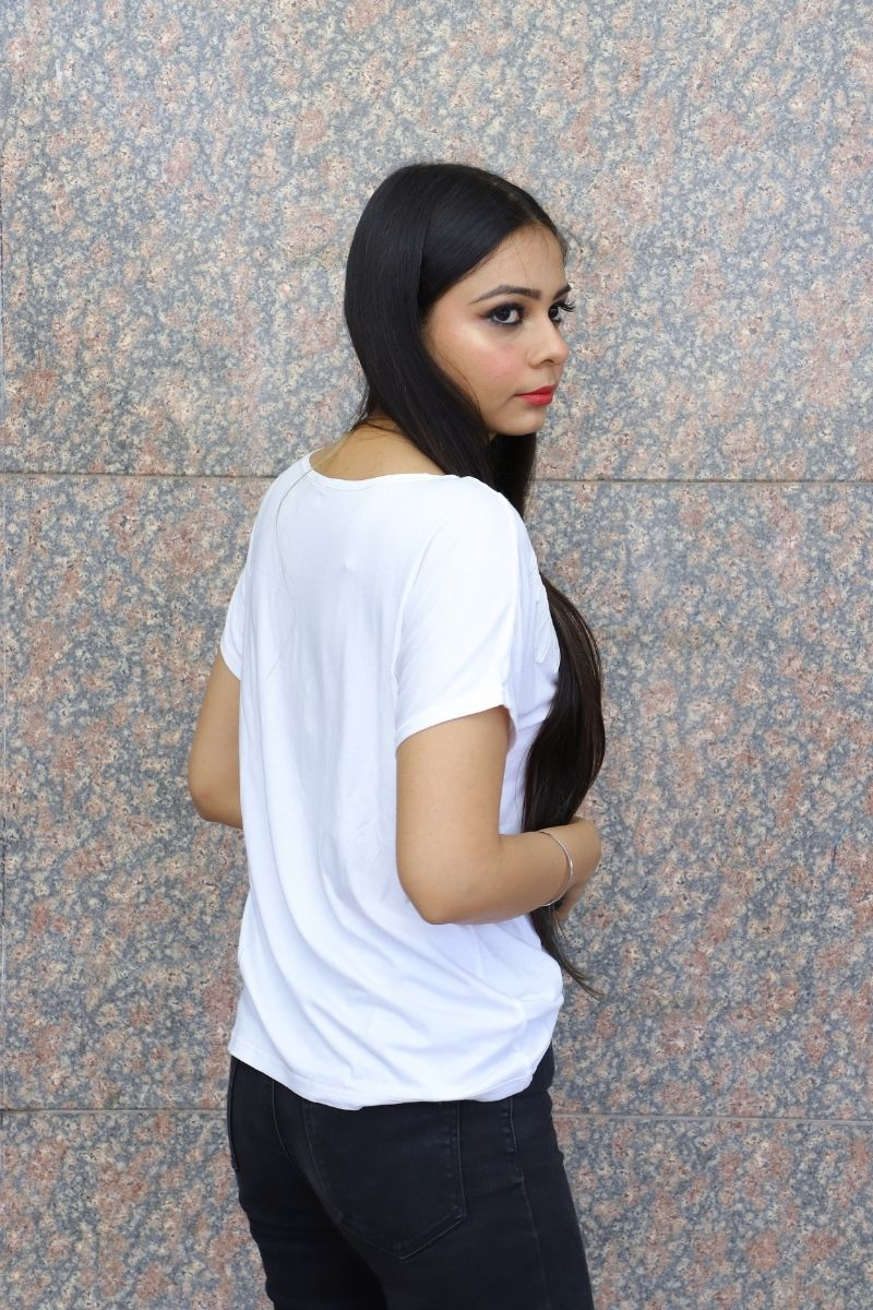 Arainna White Solid T-shirt with Applique detail, has a Round Neck & Short Sleeves