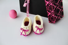 Load image into Gallery viewer, Sweetheart Booties  - Crochet Pattern