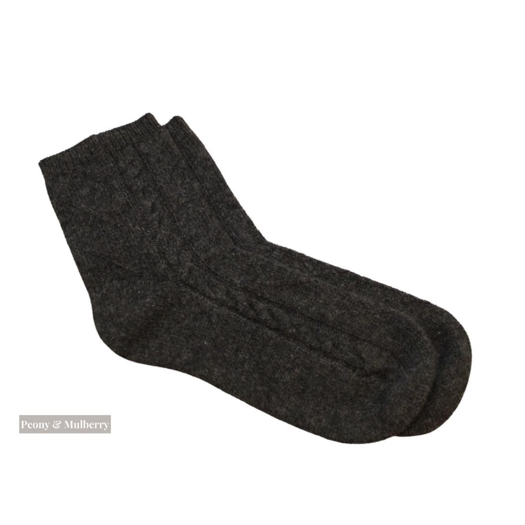Luxurious Cable Design Pure Cashmere Ankle Socks In Charcoal