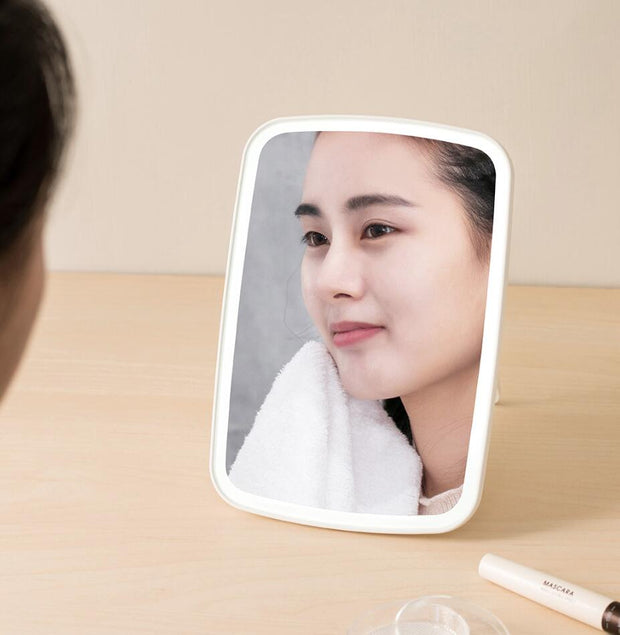 Smart Desktop Makeup Mirror - GadgetDrawer