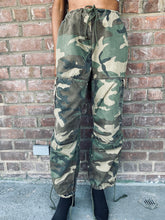 Load image into Gallery viewer, Vintage Drawstring Adjustable Camo Pant
