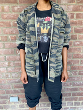 Load image into Gallery viewer, Vintage Specialty Camo Print Jacket